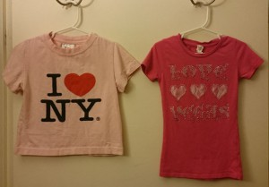 有名観光地編: (左) ニューヨーク [JFK]  (右) ラスベガス [LAS] -- 定番のアイ・ラブ・ニューヨークですね。右は家族旅行時、必要にせまられて購入。