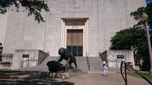 UT Austin構内のTexas Memorial Museum (毎週火-土 9AM-5PMオープン、祭日は休館)