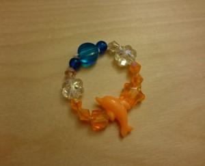ヘアアクセ (その1): 娘がオレンジ大好きでドルフィンが良いというので、夏らしいイメージで作りました。