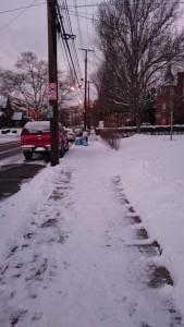 歩道の雪2日目 (その1): 朝、家を出てしばらく歩いたあたりのところ。マイナス14度。